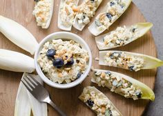 Iedereen kent de kip-kerrie salade wel. Print Witlofbootjes met kip-kerrie salade Iedereen kent de kip-kerrie salade wel. Deze gezonde variant met blauwe bessen is hier een leuke en smakelijke variant […]
