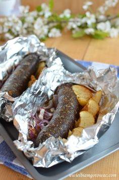 Kaszanka z grilla z jabłkiem i cebulą Snack Recipes, Cooking Recipes, Snacks, Grill Party, Good Food, Yummy Food, Best Cookbooks, Polish Recipes, Polish Food
