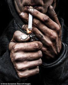 After encountering Steve (left), a destitute man who had not spoken to anyone in days, photographer Shine Gonzalvez, set out to capture the faces of London's forgotten population - the homeless. Smoke Photography, Urban Photography, Photography Portfolio, Portrait Photography, Smoking Cigarettes Photography, Cigarette Drawing, Teardrop Tattoo, Cigarette Aesthetic, Hand Photo