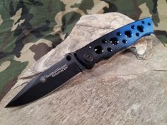 S&W Smith & Wesson Extreme Ops Folding Knife 2-Tone Black & Blue Plain Edge 111