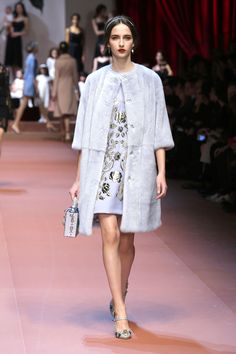 dolce-and-gabbana-winter-2016-women-fashion-show-runway-09-zoom