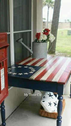 ~Hand Painted Ol' Glory Table~ A beautiful piece to display/use for Memorial Day observation. Patriotic Crafts, July Crafts, Patriotic Party, Refurbished Table, Do It Yourself Furniture, 4th Of July Decorations, Outdoor Decorations, Birthday Decorations, American Decor