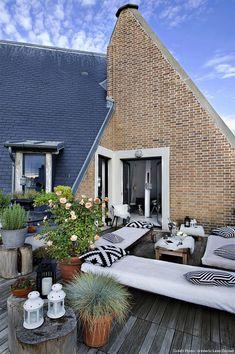Modern bioclimatic duplex loft with rooftop terrace in Par. Modern bioclimatic duplex loft with rooftop terrace in Paris Attic Renovation, Attic Remodel, Outdoor Spaces, Outdoor Living, Outdoor Decor, Patio Design, Exterior Design, Paris Loft, Attic Apartment