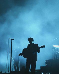 room blue harry styles world tour Light Blue Aesthetic, Blue Aesthetic Pastel, Rainbow Aesthetic, Aesthetic Colors, Aesthetic Collage, Aesthetic Pictures, Harry Styles Pictures, Blue Pictures, Print Pictures