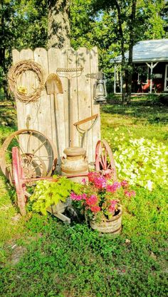 Awesome Spring Garden Decoration Ideas For Backyard & Front Yard 80 Awesome Spring Garden Decoration Ideas For Backyard & Front Awesome Spring Garden Decoration Ideas For Backyard & Front Yard 14 Amazing Planter Ideas for Your Rustic & Vintage Garden Garden Junk, Garden Yard Ideas, Garden Cottage, Garden Crafts, Garden Projects, Fence Garden, Country Garden Ideas, Patio Ideas, Outdoor Ideas