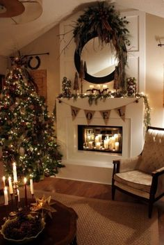 Awesome 34 Simple Fireplace Christmas Decoration Ideas. More at http://trendecor.co/2017/12/13/34-simple-fireplace-christmas-decoration-ideas/