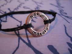 Rondella bracciale, braccialetto di Hakuna Matata, regali di anniversario per il ragazzo, bracciale uomo, regali di anniversario per uomini, personalizzate bracciale di giftforbestfriends su Etsy https://www.etsy.com/it/listing/166765874/rondella-bracciale-braccialetto-di