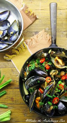 Spain on a plate: mussels, sherry, garlic, saffron, orange, chilli, parsley, cream, Serrano ham... AND it's quick, easy, gluten-free and has no carbs! Go on, treat your loved ones!