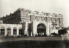 One of the gates leading to the city of Jeddah, Hejaz, year unknown أحدى بوابات مدينة جدة، الحجاز السنة غير معروفة