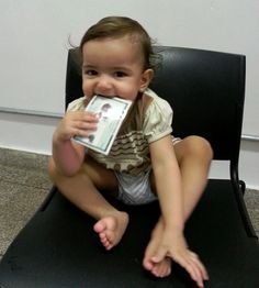 Stephany, de 1 ano de idade, foi ao Poupatempo Fernandópolis buscar seu primeiro RG acompanhada pelos pais Horandir e Eliane, e já sentiu o gostinho da cidadania.