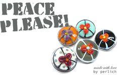 Lampwork Glas Druckknopf *PEACE PLEASE!* von perlich   glaskunst + design auf DaWanda.com