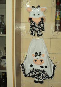 Resultado de imagen para porta pano de prato Cow Craft, Cow Kitchen Decor, Lulu Love, Applique Quilts, Crochet, Fabric Crafts, Decoration, Patch Aplique, Sewing Projects