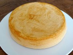 La meilleure génoise sans gluten Here is the best gluten free sponge cake, a super simple recipe, explained step by step with photos. Gluten Free Sponge Cake, Gluten Free Cakes, Gluten Free Baking, Gluten Free Desserts, Vegan Gluten Free, Easy Desserts, Gluten Free Recipes, Dairy Free, Easy Chicken Recipes