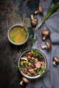 Bouillon Pho express et légumes-champignons-saucisse fumée poêlés