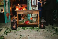 Um charme este mini-wedding e de novo, realizado no Ruella Bistô aqui em São Paulo. O lugar além de ser ótimo por ter um jardim e a parte interna com uma decoração super charmosa e colorida, fica em uma vilinha, o que dá mais privacidade à festa! Além disso pode ser opção para brunchs e …