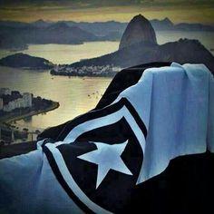 O Rio de Janeiro é lindo ! Com essa bandeira então ....  #Botafogo #OMaisTradicional