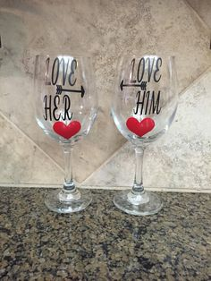 2 x PERSONALISED  HEART WINE GLASS CHARMS Romantic VALENTINES DAY Dinner gift