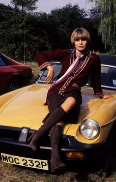 Joanna Lumley - The New Avengers, 1976 - good taste in cars - an MGB Joanna Lumley, Avengers Girl, New Avengers, English Actresses, British Actresses, Classic Actresses, Classic Tv, Classic Cars, Thelma Et Louise