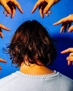 Sélection Instagram #71 // © Thomas Schouten // Retrouvez la sélection complète sur le site de #FisheyeLeMag ! #instagram #curation #photo #photography #back #head #hair #hands #colors #blue #photooftheday #picoftheday #potd