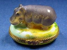 Limoges hippo.  I can feel myself slipping back into the collecting mood.......must fight it.....