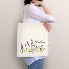 Diy Tote Bag, Beach Tote Bags, Canvas Tote Bags, Bag Patterns To Sew, Tote Pattern, Sewing Patterns, Embroidery Bags, Fabric Bags, Fabric Basket