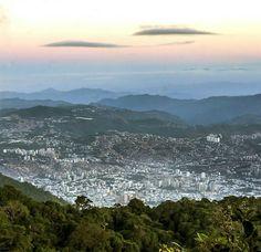 Excelente martes! @Regrann from @collado.17  #LaCuadraU #GaleriaLCU #Avila #ElAvila #Caracas #ccs_entrecalles #ig_caracas #caracas_estrella #CCSen365