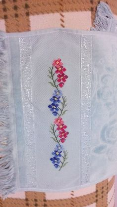 Maria Del Rocio Cruz Embroidery Needles, Cross Stitch Embroidery, Embroidery Patterns Free, Hand Embroidery Stitches, Cross Stitching, Cross Stitch Borders, Cross Stitch Flowers, Cross Stitch Designs, Cross Stitch Patterns
