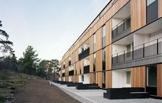 Long facade in innovative modules - Wood Magazine