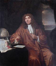 Anthonie van Leeuwenhoek (1632-1723) Anthonie van leeuwenhoek is degene die de microscoop heeft uitgevonden omdat hij de kleine creaties van god goed wilde kunnen observeren maakte hij daarom de microscoop. en kreeg daarvoor een oorkonde in Londen en een hoofdstuk in het boeck der natuere. Hij heeft zelf onderzoek gedaan