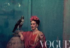 La artista Frida Kahlo, en un vestido Tehuana, con su mascota en el año 1939