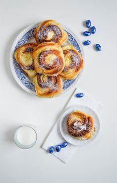 Sweet cottage cheese and lemon rolls.