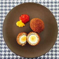 Keep it easy on the weekend. Scotch Eggs #scotch #eggs #egg #picnic #linch #recipeoftheday #aussie #melbourne #food #yum #london #recipe #organic #instagood #healthyfood #wholefood #eatclean #foodporn #cute #healthy #Happy #fit #vegetables #summer #freshfromthegarden #nofilter by theaussiechef