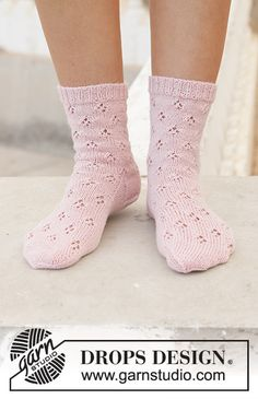 Step into Spring / DROPS - Free knitting patterns by DROPS Design Knitted socks in DROPS Nord. The piece is knitted with lace pattern from top to bottom. Sizes 35 - Always aspired to. Knitting Gauge, Knitting Socks, Knitting Stitches, Knitting Patterns Free, Free Knitting, Knit Socks, Knitting Machine, Drops Design, Lace Patterns