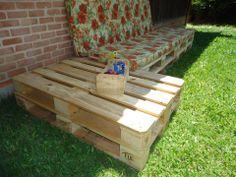 Sofá com 4 pallets + 2 pallets para mesa de apoio lateral lixados e com seladora