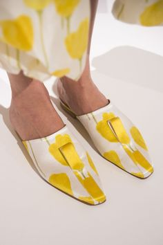 +8 Catchiest Women's Shoe Trends to Expect in 2018 published in Pouted Online Magazine Fashion Magazine - Shoes have been around forever. At some point in time, early on in human evolution, our ancestors must have decided that we simply couldn't do witho... - - #heeledshoes #womenshoes #pouted #fashionmagazine #poutedlifestylemagazine #trends - Get More at: https://www.pouted.com/catchiest-womens-shoe-trends-to-expect/