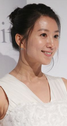 Kim Hee-ae (김희애) - Picture @ HanCinema :: The Korean Movie and Drama Database Asian Ladies, Friend Pictures, Korean Actresses, Girl Crushes, Asian Woman, Korean Girl, My Idol, Love Story, Kdrama