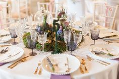 Decorated table by @bochic_weddings at Wedding Inspiration Day