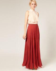 I want a long pleated skirt <3