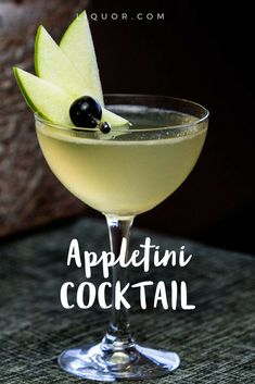 Originally called Adam's Apple Martini, the Appletini became a crowd pleaser from the day it was invented at L. restaurant Lola's in The original recipe simply used vodka and green apple schnapps, but we updated the modern classic with calvados an Famous Cocktails, Classic Cocktails, Vodka Cocktails, Alcoholic Drinks, Martinis, Champaign Cocktails, Vodka Slush, Easy Cocktails, Recipes