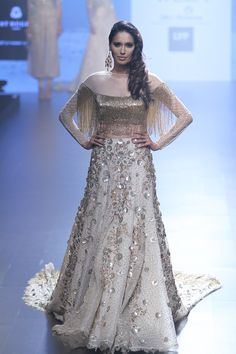 Shriya Som at Lakmé Fashion Week summer/resort 2016 | Vogue India | Fashion | Fashion Shows