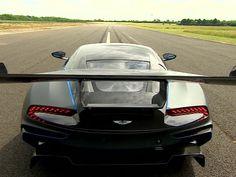 Vulcan, da fabricante Aston Martin, é um dos carros mais caros já fabricados na Grã-Bretanha (Foto: BBC)