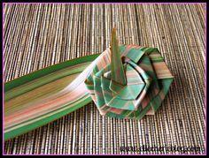 How to make flax flowers Step 8 Flax Weaving, Weaving Art, Flax Flowers, Diy Flowers, Flower Diy, Flower Ideas, Palm Frond Art, Palm Fronds, Flax Plant