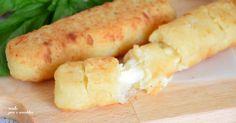 Flauti salati alle patate e formaggio che adoro fare. Vi svelo un segreto, di questa ricetta ne raddoppio sempre le dosi perche' li tengo in congelatore.