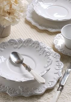 Queen Ann: Trianon blanc Trianon dinner plate - Purchase now to accumulate reedemable points! White Dishes, White Plates, White Cottage, French Country Decorating, Country French, Deco Table, China Dinnerware, Milk Glass, Fine Dining
