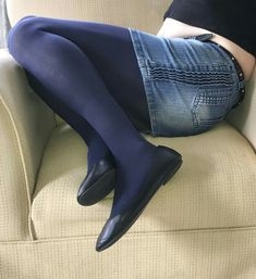 Blue Tights, Shorts With Tights, Ballerina Flats, Ballet Flats, Flats Outfit, Pantyhose Outfits, Lady Diana Spencer, Jeans Rock, Beautiful Legs