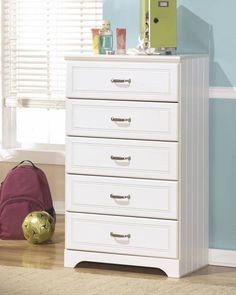 Ashley Furniture Signature Design - Lulu Chest of Drawers - 5 Drawers - Casual Styling with Crisp Finish - White Accent Furniture, Kids Furniture, Furniture Making, Bedroom Furniture, 5 Drawer Chest, Chest Of Drawers, Kids Dressers, Bedroom Chest, Master Bedroom