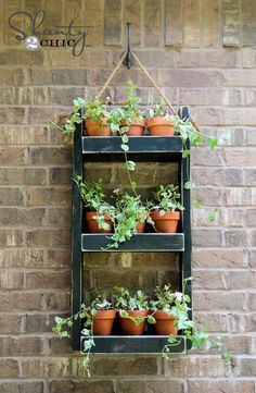 Need DIY garden projects and ideas to decorate your home outdoor? Find 101 DIY garden projects made with recycled materiel to upgrade your garden at no cost. Diy Wood Planters, Diy Hanging Planter, Wood Planter Box, Garden Planters, Succulent Planters, Planter Ideas, Hanging Herbs, Balcony Garden, Outdoor Wall Planters