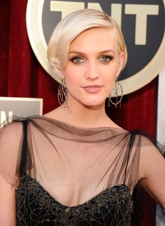 """Ashlee Simpson working the 1920s-inspired beauty on behalf of her """"Boardwalk Empire"""" beau"""