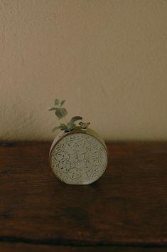 倉敷意匠 「土の刺繍」花器 (黄色) Raku Pottery, Drywall, Ikebana, Clay, Sculpture, Flower, Inspiration, Accessories, Design