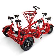 A bicicleta mais legal do mundo acomoda 7 pessoas. É o veículo dos amigos!